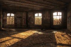 Refugio abandonado de la Segunda Guerra Mundial fotos de archivo