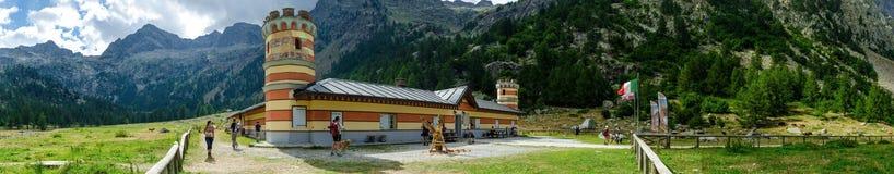Refugio de la montaña Imagenes de archivo