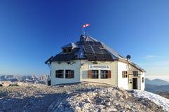 Refugio de Matrashaus en la cumbre de Hochkoenig en Austria Foto de archivo