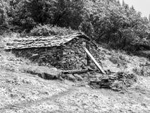 Refugio de piedra de la montaña Fotos de archivo