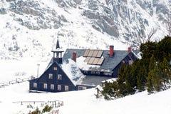 Refugio de Samotnia por invierno Fotografía de archivo libre de regalías