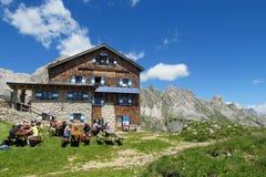 Refugio e ristorante nelle alpi Fotografia Stock