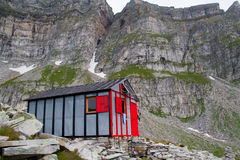 Refugio en montaña Imágenes de archivo libres de regalías