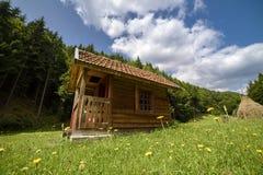 Refugio en prado Imagen de archivo libre de regalías