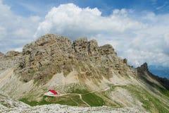 Refugio nelle montagne dell'alpe Immagini Stock