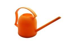 Regadera anaranjada, pote de riego anaranjado en el fondo blanco Foto de archivo libre de regalías