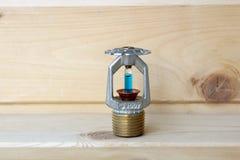 Regadera del fuego con el fuego en fondo de madera imagen de archivo libre de regalías