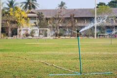 Regadera en campo de fútbol Fotografía de archivo libre de regalías
