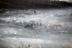 Regain de cheminées de village image libre de droits