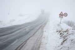 Regain et glace sur la route Image libre de droits