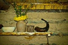 Regal in der Hütte stockbilder