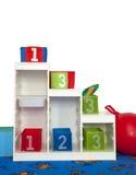 Regal im Kindergarten lizenzfreie stockfotos