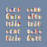Regale mit Essiggurkengläsern für Ihr Design Lizenzfreies Stockbild
