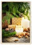 Regali d'annata della cartolina di Natale che bruciano candela retro Fotografia Stock Libera da Diritti