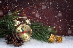 Regali del nuovo anno e dell'orologio Fotografie Stock