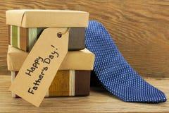 Regali di giorno di padri su legno Fotografie Stock Libere da Diritti