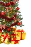 Regali di lusso sotto l'albero di Natale Immagine Stock