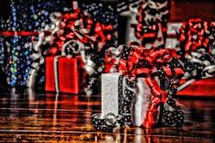 Regali di Natale avvolti in carta colorata meravigliosa HDR fotografia stock