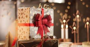 Regali di Natale in belle scatole Fotografia Stock Libera da Diritti