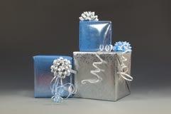 Regali di Natale blu e d'argento Immagine Stock