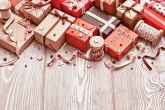 Regali di Natale con i nastri Fotografia Stock