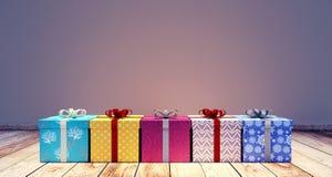 Regali di Natale con il fondo vuoto della parete Fotografia Stock