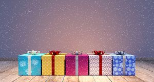 Regali di Natale con il fondo vuoto della parete Fotografie Stock Libere da Diritti