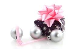 Regali di Natale d'argento fotografia stock