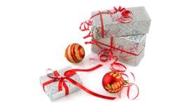 Regali di Natale d'argento immagini stock