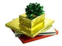 Regali di Natale in involucri lucidi della stagnola Fotografia Stock