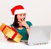 Regali di Natale in linea Fotografie Stock Libere da Diritti