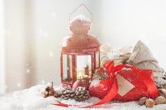 Regali di Natale o regali con la decorazione elegante di natale e dell'arco Fotografie Stock