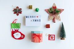 Regali di Natale, ornamenti e raccolta delle decorazioni fotografie stock libere da diritti