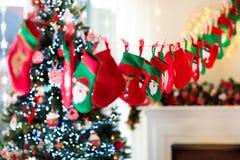Regali di Natale per i bambini Calendario di avvenimento immagini stock libere da diritti
