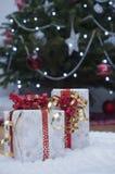 Regali di Natale in svizzeri fotografia stock libera da diritti