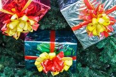 Regali per un albero di Natale del ` s del nuovo anno Fotografia Stock