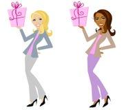 Regali sorridenti della holding della donna royalty illustrazione gratis