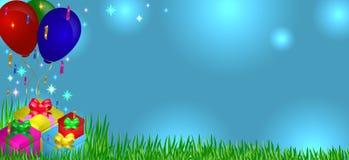 Regali su erba con i palloni Fotografia Stock Libera da Diritti