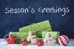 Regali verdi di Natale, neve, decorazione, saluti di stagioni del testo fotografie stock libere da diritti