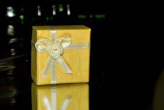Regalo amarillo fotografía de archivo libre de regalías