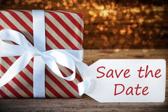 Regalo atmosferico di Natale con l'etichetta, risparmi inglesi del testo la data Fotografia Stock