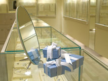 Regalo attuale jewerly in negozio Fotografia Stock Libera da Diritti