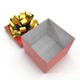 Regalo-caja roja con el arco de oro de la cinta en blanco 3D ejemplo, trayectoria de recortes Imagen de archivo libre de regalías