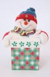 Regalo con el muñeco de nieve Imagenes de archivo