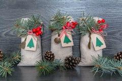 Regalo de la Navidad en el bolso Fotos de archivo