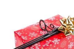 Regalo de la Navidad en la caja para los pescadores Fotos de archivo