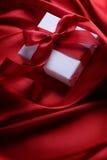 Regalo de la tarjeta del día de San Valentín Foto de archivo libre de regalías