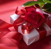 Regalo de la tarjeta del día de San Valentín Imagen de archivo