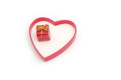 Regalo de la tarjeta del día de San Valentín Imágenes de archivo libres de regalías