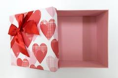 Regalo de la tarjeta del día de San Valentín del regalo del Año Nuevo de la caja de regalo Fotos de archivo libres de regalías